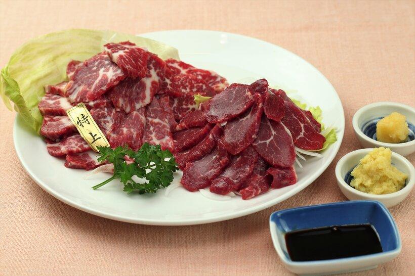 九州の甘めの醤油にお好みでニンニクや生姜を薬味としてお召し上がりください。一味唐辛子もオススメです。