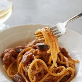豚バラ肉と揚げ茄子のモッツァレラチーズ入りラグー オレガノとクルミの香り(ビゴリ)