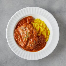 オッソブーコ(骨付き仔牛スネ肉のトマト煮とサフランリゾット)
